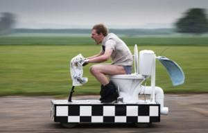 Унитаз необычный - скоростной - от известного каскадёра Колина Ферза из Британии вновь удивил весь мир