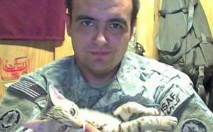 Американский солдат вывез из Афганистана кота по имени Кошка.