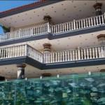 Турецкий бизнесмен построил вокруг своей виллы забор-аквариум. + Видео
