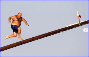 Забава для суперловких людей на Мальте – бег по смазанному жиром столбу.