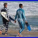 Учёные создали гидрокостюмы для дайверов и сёрфингистов, защищающие от нападения акул. Страшное видео!