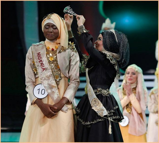 Конкурс красоты «Мисс мусульманка» прошел в Индонезии.