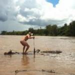 Житель Австралии голышом прыгнул в реку с гребнистыми крокодилами.