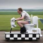 Унитаз необычный — скоростной — от известного каскадёра Колина Ферза из Британии вновь удивил весь мир