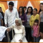 Пожилая пара из Парагвая решила узаконить отношения после восьмидесяти лет совместной жизни. Видео