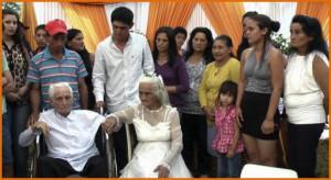 Пожилая пара из Парагвая решила узаконить отношения после восьмидесяти лет совместной жизни ( Видео).
